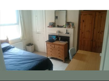 EasyRoommate UK - Awesome city centre house in need of housemate!, Jericho - £600 pcm