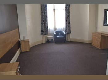 EasyRoommate UK - Rooms available with ensuite bathroom Tettenhall Rd , Park Dale - £368 pcm