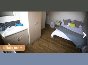 EasyRoommate UK - Spacious double bedroom in a lovely shared accommodation , Kensington - £460 pcm