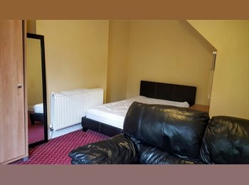 EasyRoommate UK - Superb Huge Double Bedded Room, Chester - £445 pcm