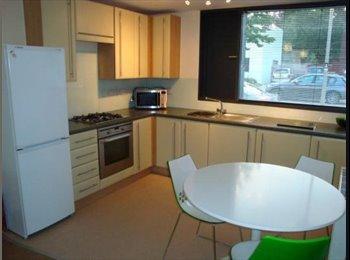 EasyRoommate UK - Dbl room in oxley park, Milton Keynes - £600 pcm