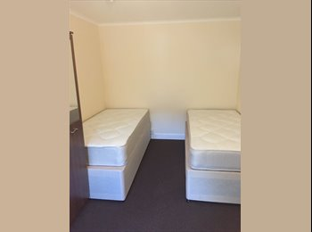 EasyRoommate UK - Beautiful Fully Furnished Bedroom 2 mins walk to CMK , Milton Keynes - £433 pcm