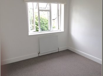 EasyRoommate UK - Double bedroom in great location, Norbiton - £850 pcm