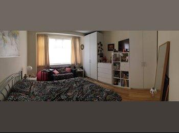 EasyRoommate UK - Large room in Wood green , Wood Green - £650 pcm