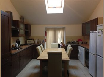 EasyRoommate UK - 103 Harrington Drive - Modern Room in a house with 5 other girls , The Park - £411 pcm