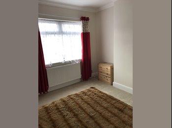 EasyRoommate UK - Large Room, Grimsby - £320 pcm