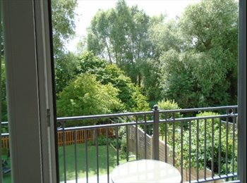 EasyRoommate UK - Stunning self contained 1 bed flat with balcony over looking the river, High Wycombe - £1,000 pcm