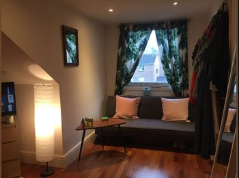 EasyRoommate UK - Huge top floor bedroom in a house share with three, Holloway - £760 pcm