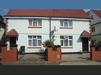 EasyRoommate UK - Furnished double room available in Kingston Norbiton house share, Norbiton - £500 pcm