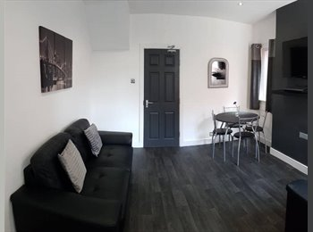 EasyRoommate UK - Gorgeous Double Room! - Great Location! , Rise Park - £429 pcm