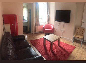 EasyRoommate UK - 3 DOUBLE BED HOUSE IN GOLDEN TRIANGLE, Loughborough - £328 pcm