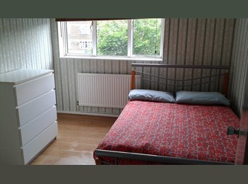 EasyRoommate UK - 3 Rooms in Same Flat - Shadwell/Limehouse Dlr, Whitechapel - £585 pcm