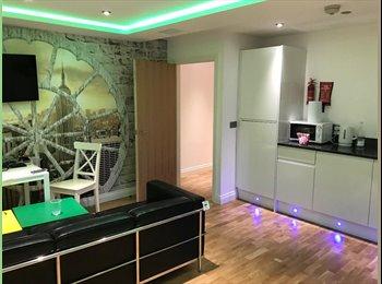 EasyRoommate UK - Newcastle City Centre Duplex Penthouse (Fully Furnish), Princess Square - £920 pcm