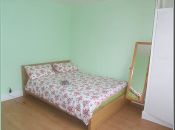 EasyRoommate UK - Large clean double room in hounslow East £145 a week , Lampton - £630 pcm