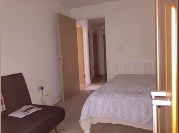 EasyRoommate UK - Furnished double room in 2-bed flat, High Wycombe - £550 pcm