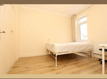 EasyRoommate UK - Double single room, Wood Green - £580 pcm