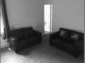 EasyRoommate UK - 1 double room left in student house, Chester - £398 pcm
