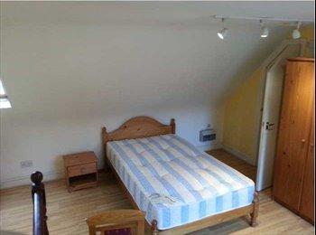 EasyRoommate UK - Studio to Rent In Great Location , West Kensington - £888 pcm