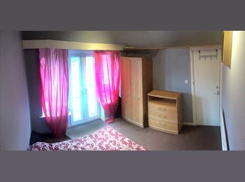 EasyRoommate UK - Bright Double Bedroom with Terrace in Great Location All Bills Included / NO AGENCY, Fallowfield - £345 pcm