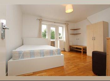 EasyRoommate UK - LARGE DOUBLE ROOM@ARSENAL, Highbury - £910 pcm