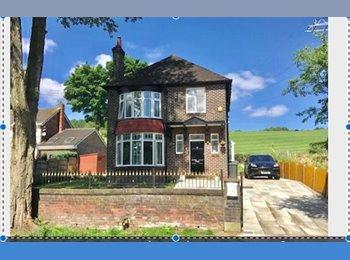 EasyRoommate UK - Houseshare Large detached luxury house., Stalybridge - £500 pcm