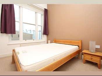 EasyRoommate UK - 3 Rooms available close to Canary Wharf, Limehouse - £750 pcm