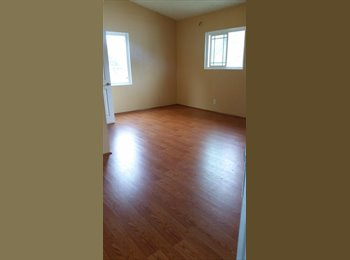 EasyRoommate US - Spacious upstairs room w/private entrance, Santa Ana - $800 pm