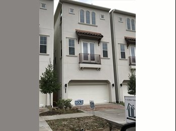 EasyRoommate US - Great location in Heights area, Shady Acres - $1,000 pm