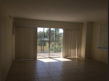 EasyRoommate US - Beautiful 2 BR 2 bath apartment on Treasure Island water views pool - private bathroom , Seminole - $700 pm