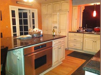 EasyRoommate US - SHARE BEAUTIFUL SPACIOUS HOUSE, Stanton - $900 pm