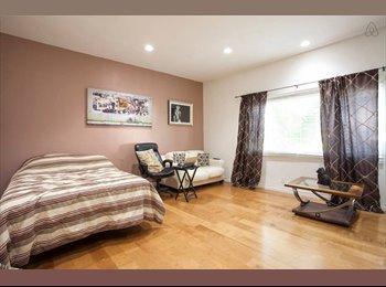EasyRoommate US - $2100 Room for Rent in Awesome Hollywood Hills House with Great Roommates, Hollywood Heights - $2,100 pm