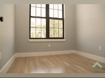 EasyRoommate US - Private Single Room With French Door , Bushwick - $800 pm
