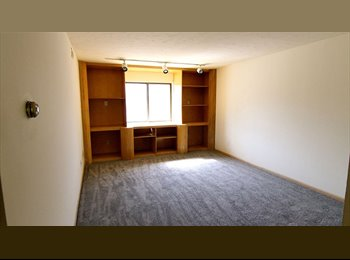 EasyRoommate US - Roommate needed!, South Campus - $550 pm