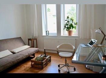 EasyWG DE - Superschönes helles Altbau-Zimmer zur Zwischenmiete frei, zentral, 15qm, Deutschland - 390 € pm