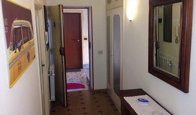Stanze e Posti Letto in Affitto - Don Bosco-Cinecitta' - TOR VERGATA STANZE SINGOLE ARREDATE | EasyStanza - Image 3