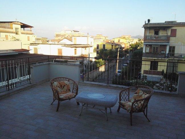 Stanze e Posti Letto in Affitto - Casilino Prenestino - Singole in Attico Ristrutturato | EasyStanza - Image 2