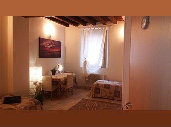 EasyStanza IT - B&Bin the CENTRE FOR SHORT PERIOD IN  BED AND BREAKFAST, Bologna - € 100 al mese
