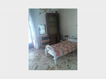 EasyStanza IT -  SINGLE/DOUBLE ROOM stanza  singola/doppia centro Carmine, Salerno - € 300 al mese