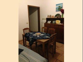 EasyStanza IT - STANZA CON BAGNO PRIVATO  ZONA SANT'AMBROGIO, Firenze - € 450 al mese