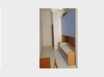 EasyStanza IT - Fittasi stanze singole centro storico, Napoli - € 200 al mese