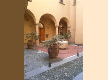 EasyStanza IT - In the heart of the historic center of Bologna, rent two single rooms, Bologna - € 500 al mese