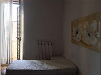 EasyStanza IT - In affitto ampia stanza singola / doppia , Bari - € 180 al mese