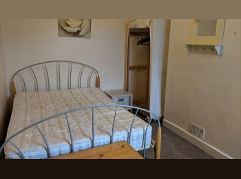 EasyRoommate UK - Comfortable Houseshare has 1 Double Bedroom, Chester - £385 pcm