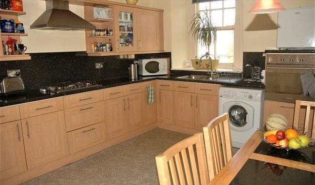Room to rent in Dumfries - 2 rooms in town centre, considerate housemates  - Image 5