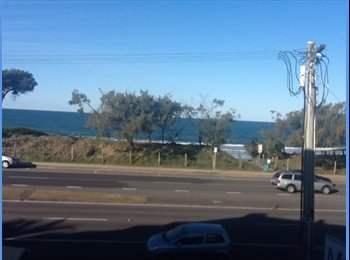 EasyRoommate AU - furnished unit across  from the beach with bed., Sunshine Coast - $200 pw