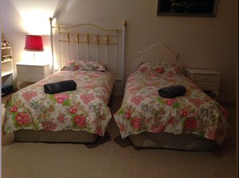 EasyRoommate AU - Quiet, Clean & Close to University & CBD, Hobart - $195 pw