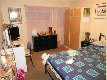 EasyRoommate AU - Mature Female required, sharing with male and female. Chevron Island., Gold Coast - $143 pw
