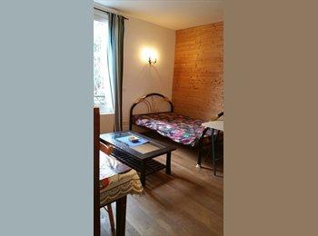 Appartager FR -  BELLE CHAMBRE CLAIRE ET CALME BIEN EXPOSEE SUD  sur cour et parc , Versailles - 410 € /Mois