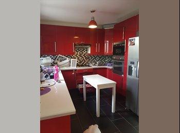 Appartager FR - chambres dans maison en colocation pour filles uniquement, Bonneuil-sur-Marne - 480 € /Mois
