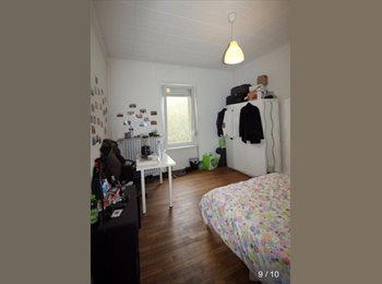 Appartager LU - >> Spacious room in a central location in la Petrusse Valley <<, Luxembourg - 680 € / Mois